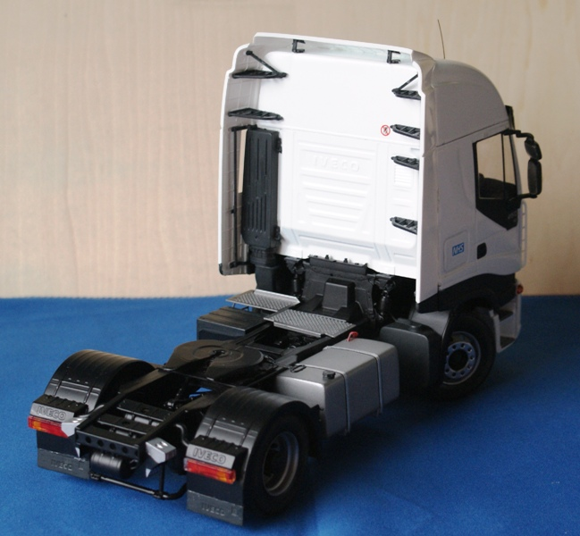 Cool Garage Conversions To Copy Immediately: Italeri Iveco Stralis