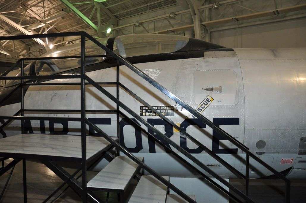B-57E%20011_resize.JPG